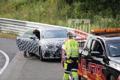 Naastenliefde: Lexus IS-F Coupé en Hyundai