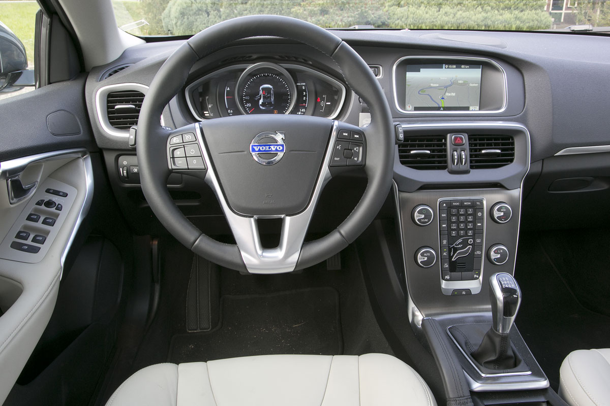 volvo v40 d4 business summum 2014 autotest. Black Bedroom Furniture Sets. Home Design Ideas