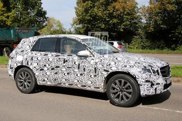 Nieuwe Mercedes GLK laat meer van zichzelf zien
