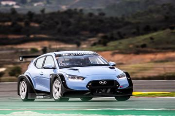 Hyundai Veloster N TCR rolt spierballen