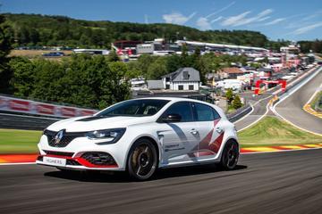 Renault Megane R.S. Trophy-R verpulvert Spa-record Honda