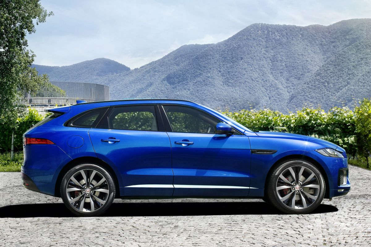 jaguar f pace is nu eindelijk los autonieuws. Black Bedroom Furniture Sets. Home Design Ideas