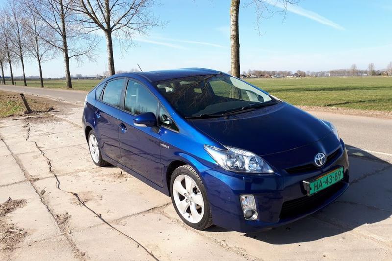 Toyota Prius 1.8 HSD Dynamic Business (2011)