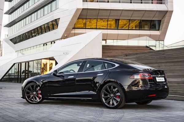 Musk: 'Hoger piekvermogen voor Model S'
