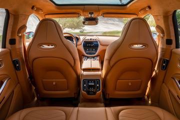 Aston Martin DBX toont binnenste