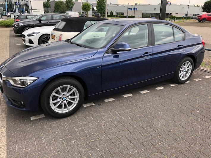 BMW 318i (2017)