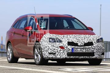 Gefacelifte Opel Astra loopt tegen de lamp