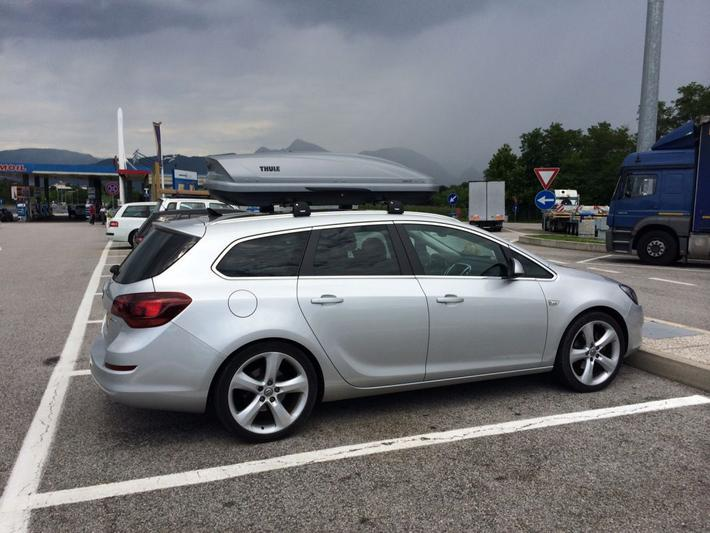 Opel Astra Sports Tourer 1.6 Turbo Sport (2011)