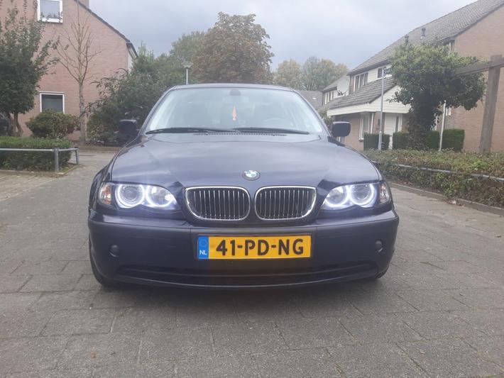 BMW 330d (2004)