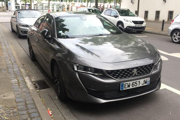 Peugeot 508 op bezoek bij Opel