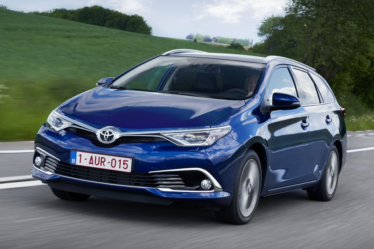 toyota auris touring sports 1 8 hybrid business pro specificaties. Black Bedroom Furniture Sets. Home Design Ideas