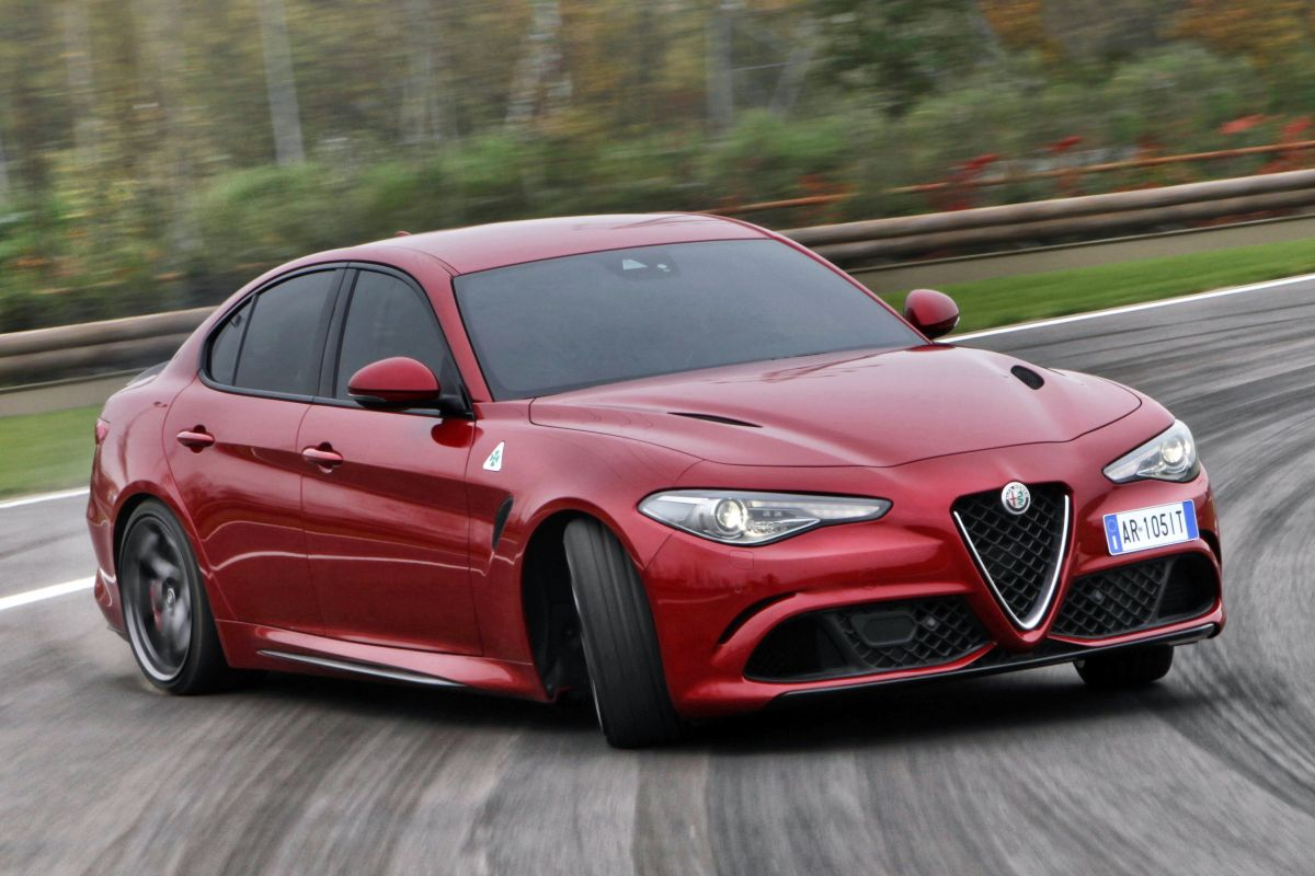 prijs alfa romeo giulia qv met automaat bekend autonieuws. Black Bedroom Furniture Sets. Home Design Ideas