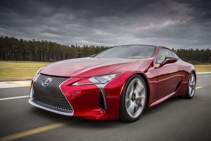 Lexus 'LC' rijdt het internet op
