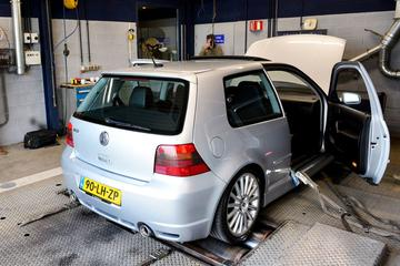 Volkswagen Golf R32 - 2003