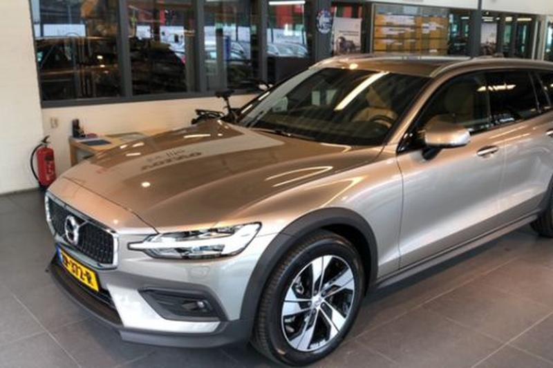 Volvo V60 Cross Country T5 AWD Pro (2019)