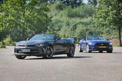 Chevrolet Camaro vs. Ford Mustang - AutoWeek Dubbeltest