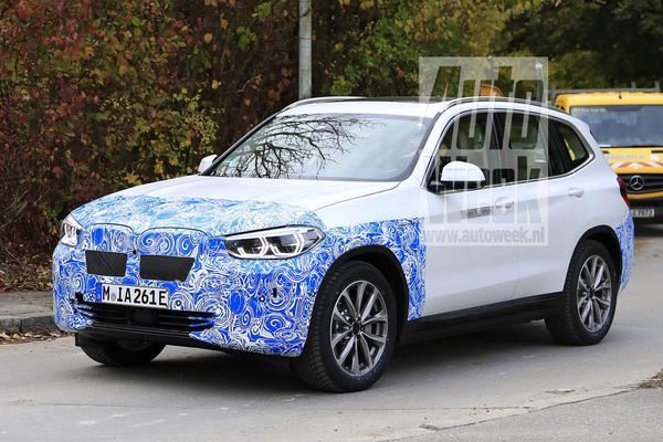 BMW iX3 rijdt in de kijker