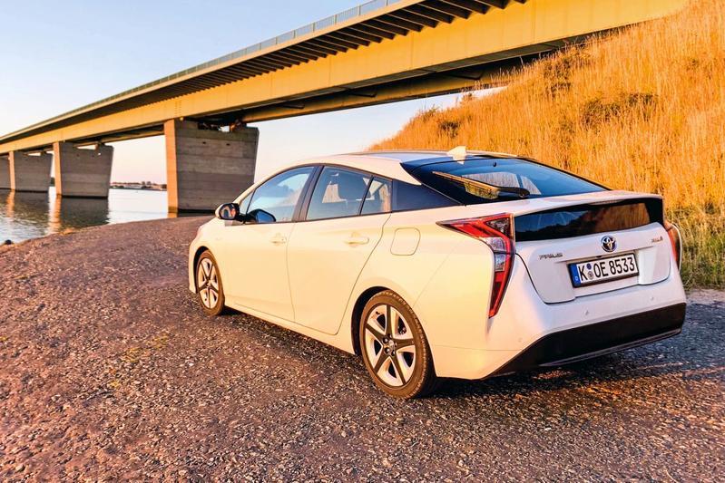 Toyota Prius IV Hybrid Executive - Klokje Rond Speciaal