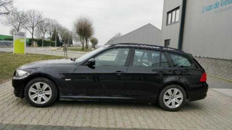 BMW 318i Touring High Executive (2009)