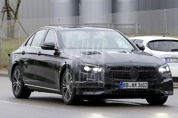 Nieuwe neus en kont voor Mercedes-Benz E-klasse sedan