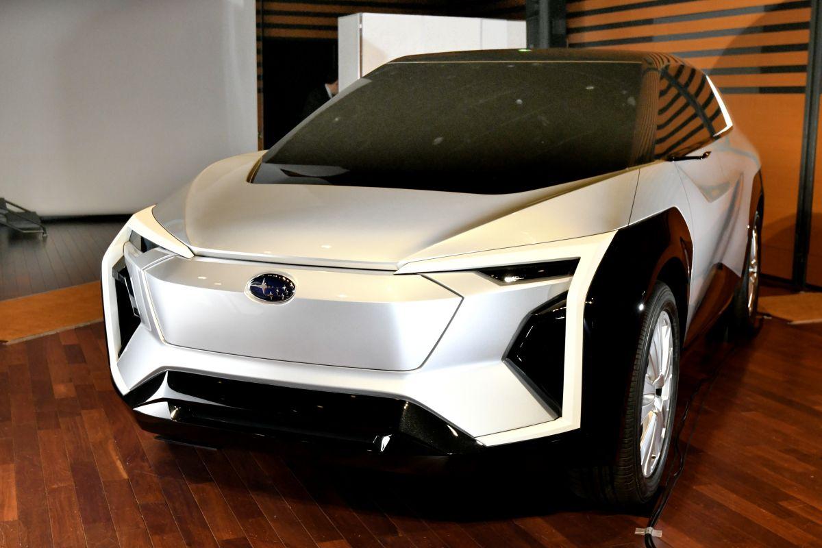 Subaru EV SUV Concept (2020) 8