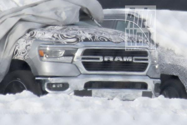 Naakte neus: front Ram 1500 in beeld