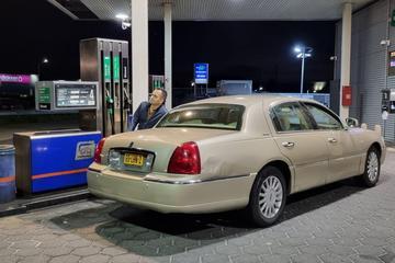 Benzineprijs voor het eerst ooit boven de 2 euro per liter
