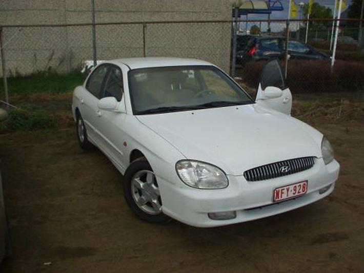 Hyundai Sonata 2.7i V6 Executive (2001)