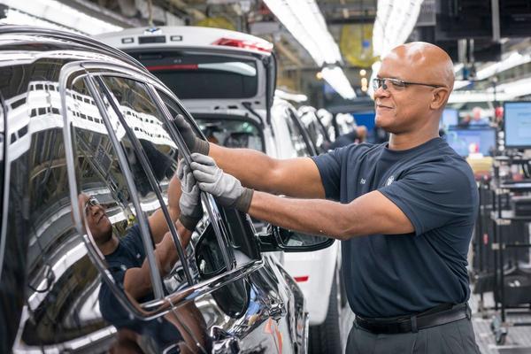 BMW weet fikse investeringen goed te verteren