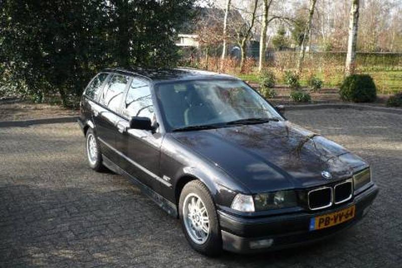BMW 320i touring Executive (1996)