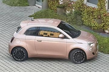 Fiat 500 met extra portier gesnapt