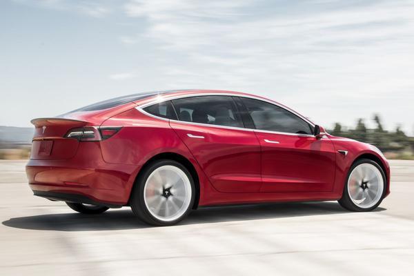Tesla Model 3 mag weg op in Europa