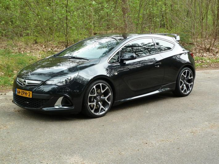 Opel Astra Gtc 20 Turbo Opc 2013 Review Autoweeknl