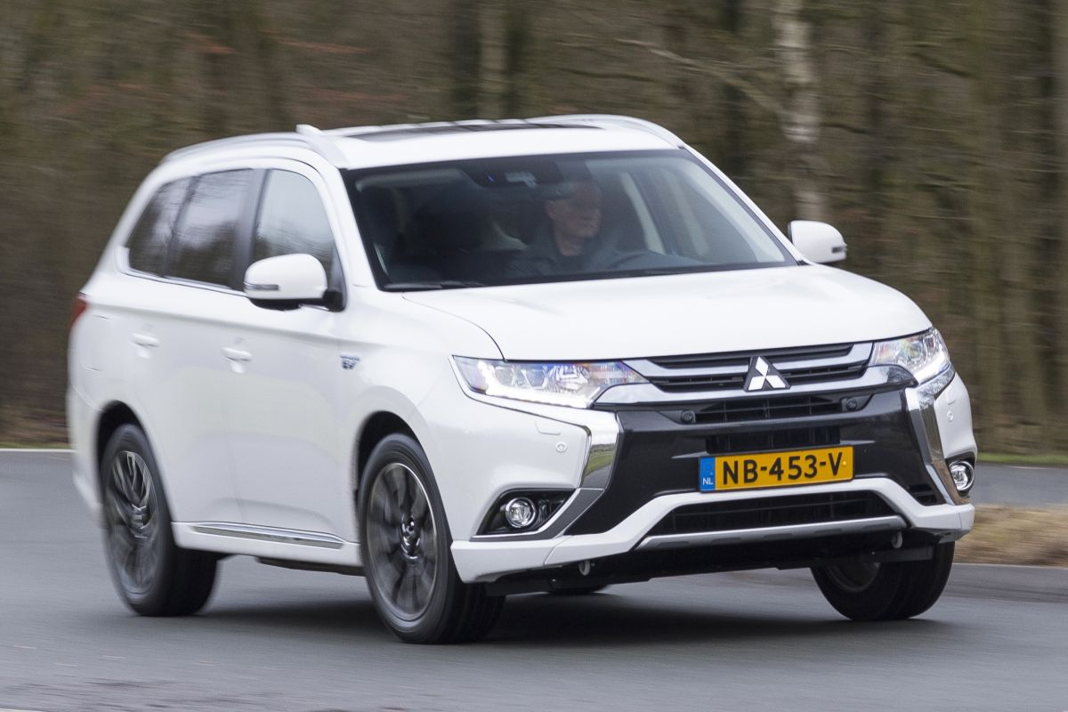 mitsubishi outlander phev eerste rijtest. Black Bedroom Furniture Sets. Home Design Ideas