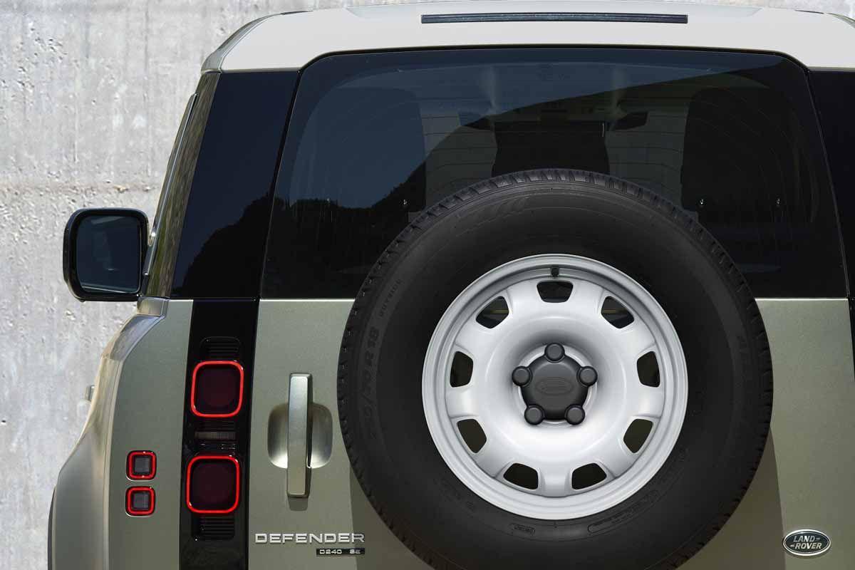 Land Rover Defender (2019) 12