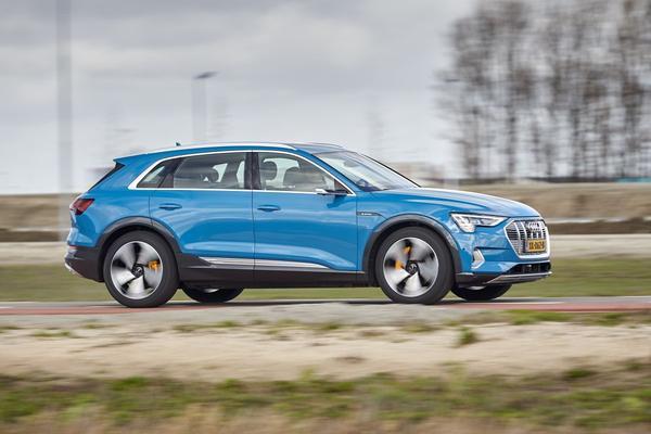 Helft van Audi's E-tron-rijders kiest virtuele spiegels