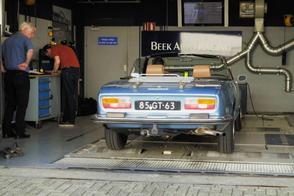 Peugeot 504 V6 cabriolet - Op de Rollenbank