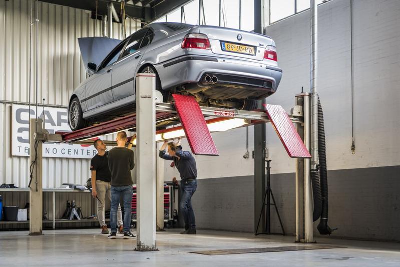 BMW 5-serie klokje rond