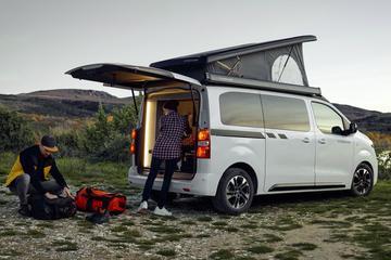Campers en caravans flink in trek bij jonge mensen