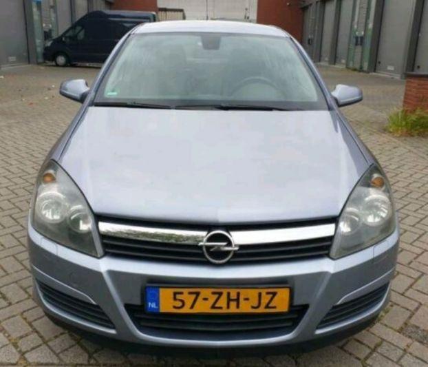 Opel Astra 1.4 Essentia (2004)