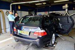 Op de rollenbank - BMW 545i Touring