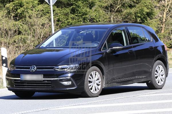 Volkswagen Golf ontdoet zich verder van camouflage