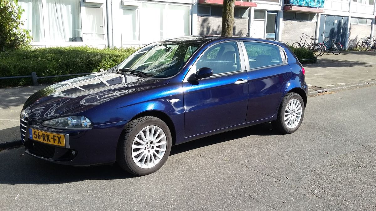 alfa romeo 147 1 9 jtd 16v distinctive 2005. Black Bedroom Furniture Sets. Home Design Ideas