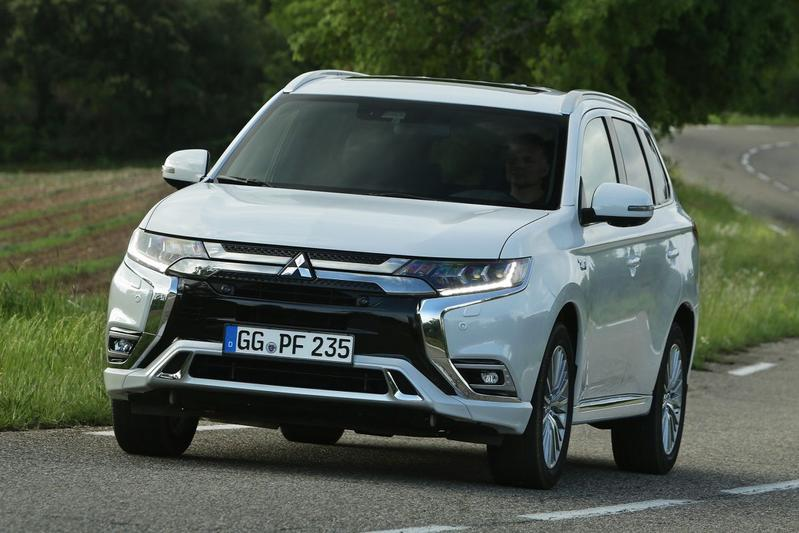 mitsubishi outlander phev intense 2018. Black Bedroom Furniture Sets. Home Design Ideas