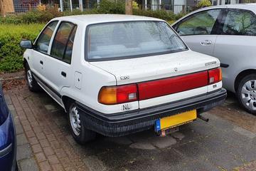 Daihatsu Charade sedan (G102) - In het Wild