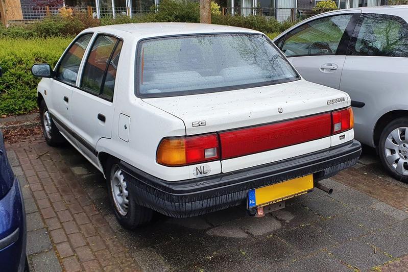 In het wild: Daihatsu Charade sedan