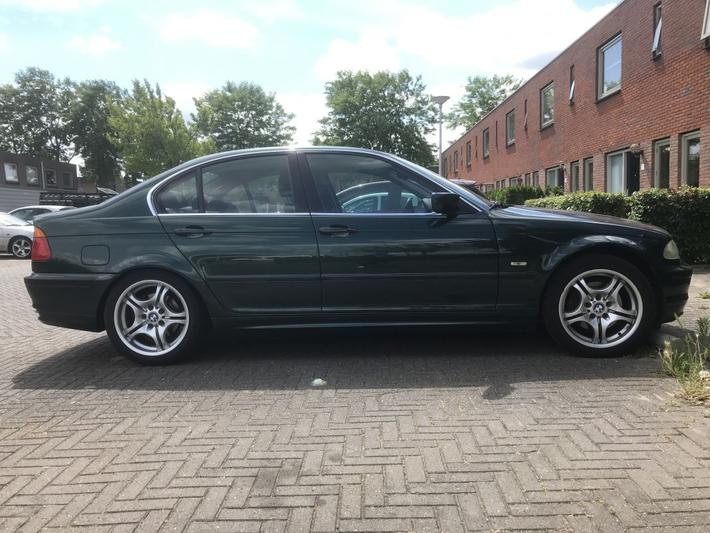 BMW 328i Executive (2000)
