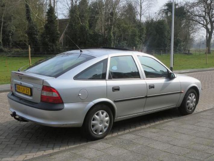 Opel Vectra 1.6i GL (1996)