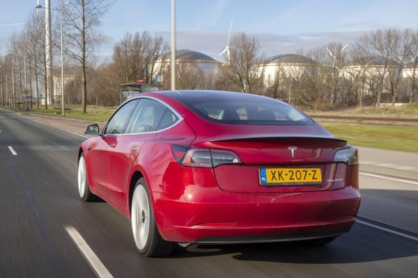 Tesla's weer duurder