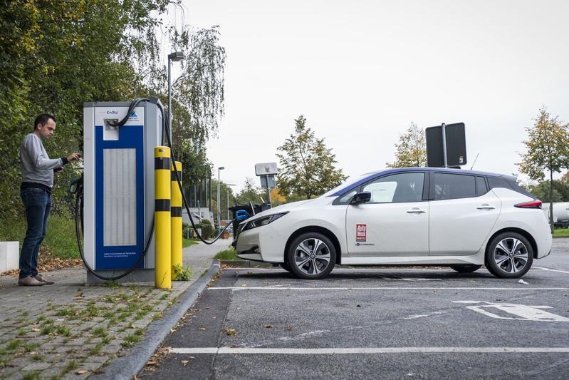 Nissan Leaf elektrische auto opladen Duitsland